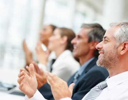 Happy business team applauding together (출처: 플리커 CC BY tec_estromberg)