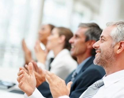 Happy business team applauding together (출처: 플리커 CC BY tec_estromberg)