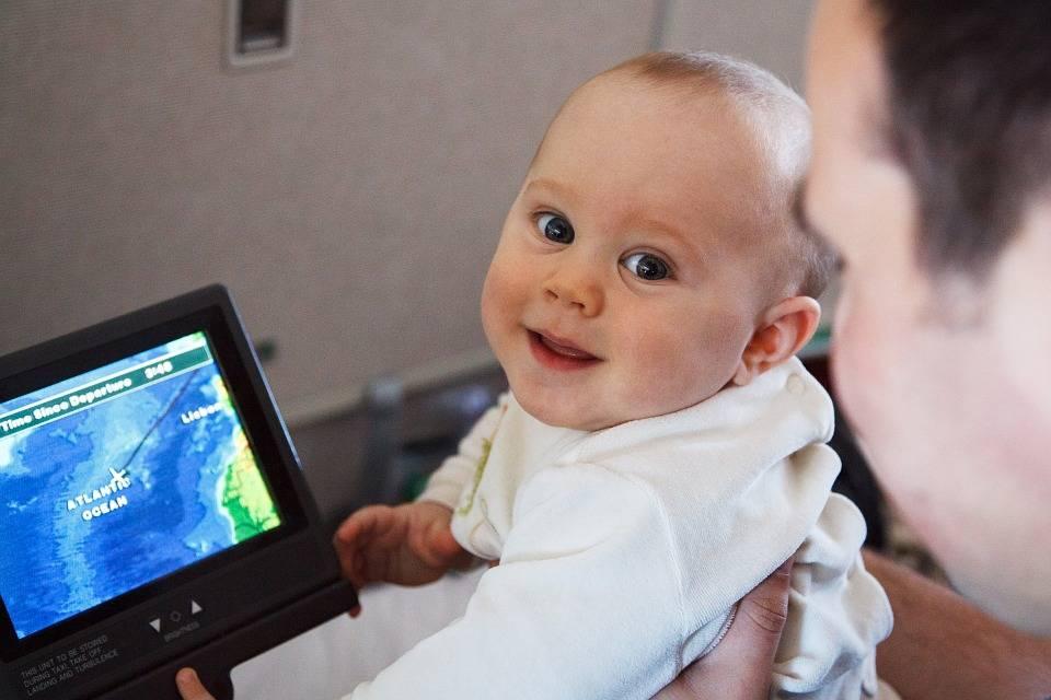 dítě v letadle