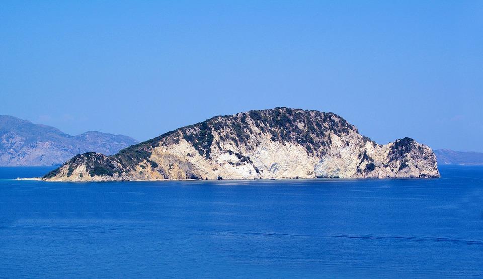 ostrov Marathonisi a moře
