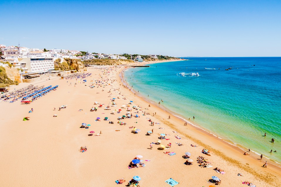 Albufeira beach on the Algarve, Portugalsko
