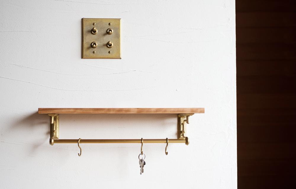 Matureware_Brass_Nalata_A_Closer_Look_Shelf_Bracket_Switchplate