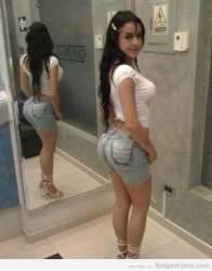Alejandra Bordamalo en unos jeans que muestran sus atributos