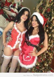 Rebeca Linares y una amiga nos desean feliz Navidad!