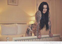 ¿Les gustan asi de tatuadas? A ella no le diria que no… milf tatuada… ojazos