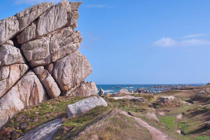 Côte rocheuse et GR 34 près de Plouescat dans le Finistère Nord