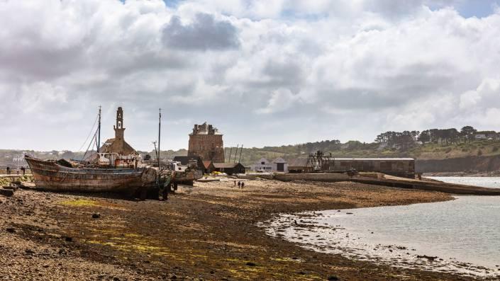 Crozon : Devant le port de camaret sur mer
