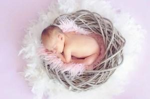 Nama Bayi Perempuan Islami 5 Huruf