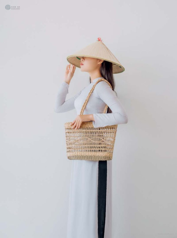 NA-handmade-woven-seagrass-square-bag