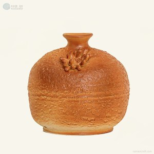 NA-maternal-love-hand-thrown-vase-with-embossed-flower-element-made-by-artist-pham-anh-dao