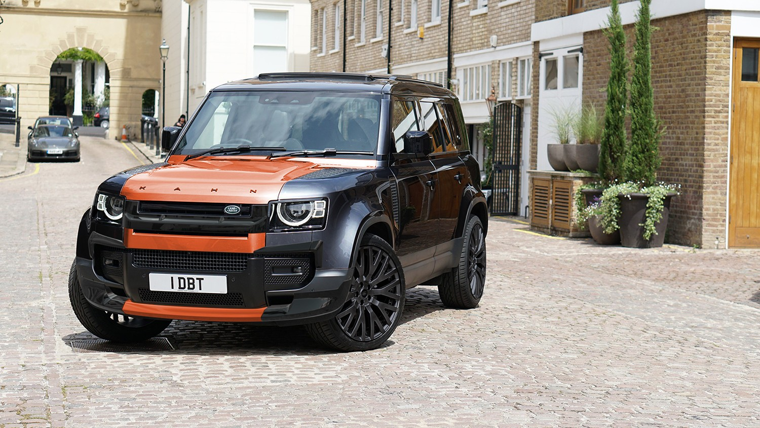 Get-commanding-attention-from-Land-Rover