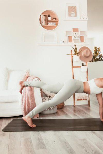 Routine de yoga pour les abdos et la stabilité | Namasté & Coco Latté