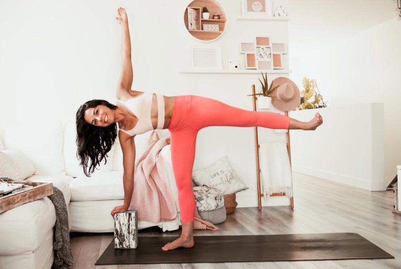 Routine de yoga de 20 minutes pour l'équilibre et la vitalité | Namasté & Coco Latté