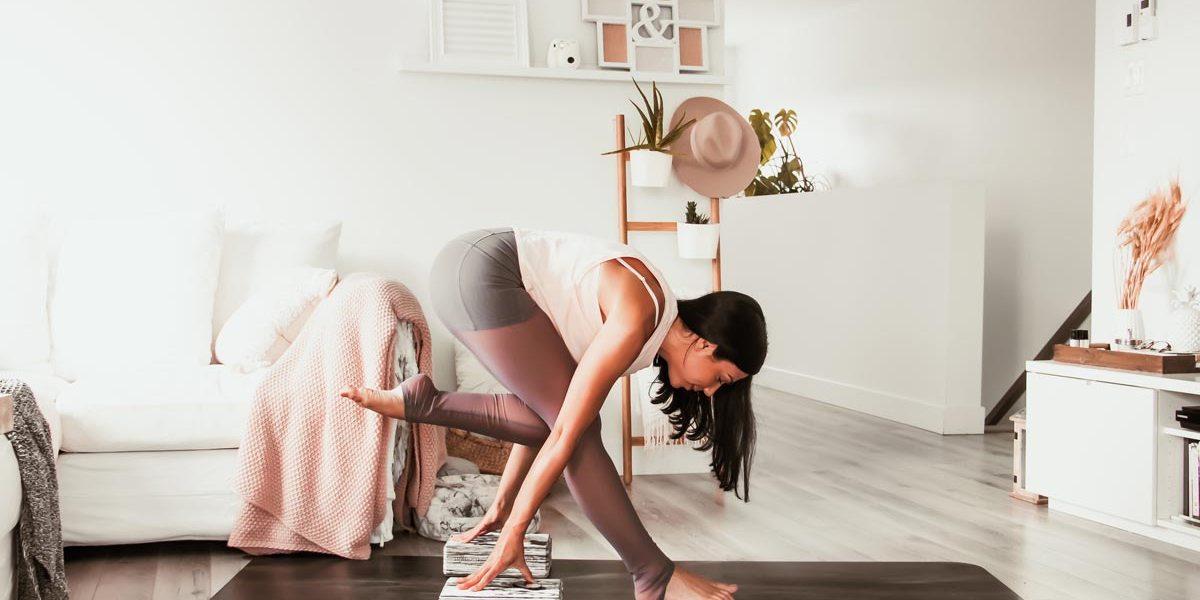 Routine de yoga estivale pour les ischio-jambiers