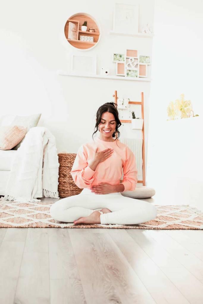 Séance de yoga restauratif pour soulager l'intestin irritable | Namasté & Coco Latté