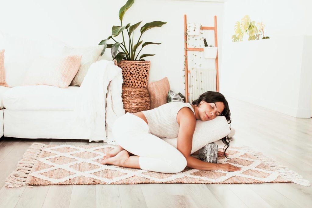 Yin yoga pour soulager les douleurs menstruelles | Namasté & Coco Latté