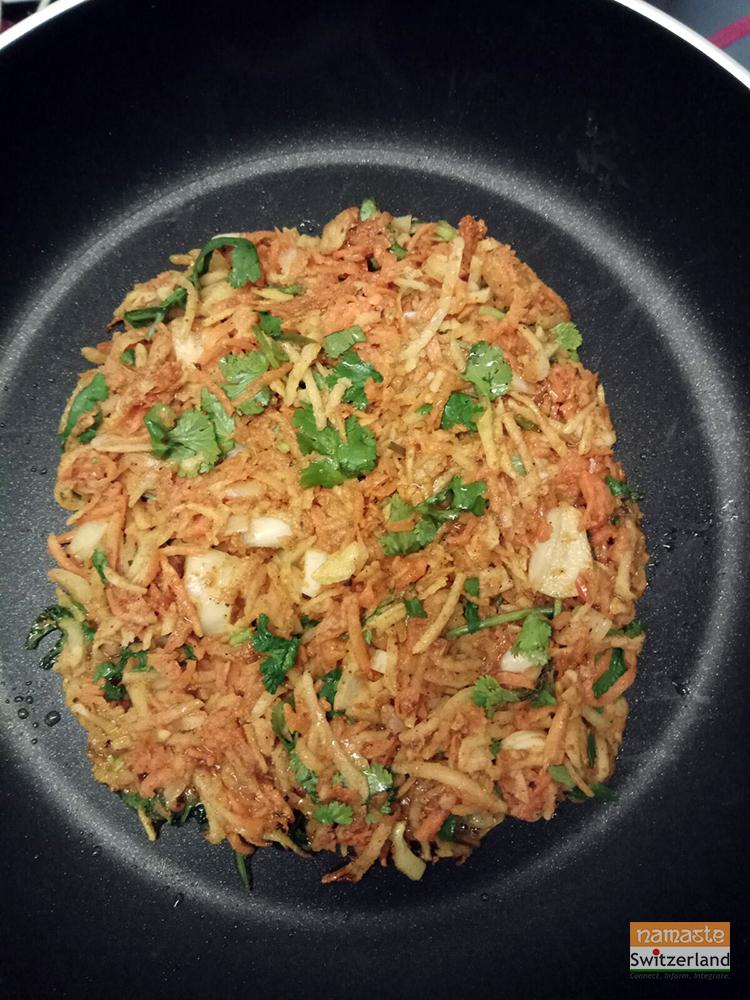 Rösti on the pan