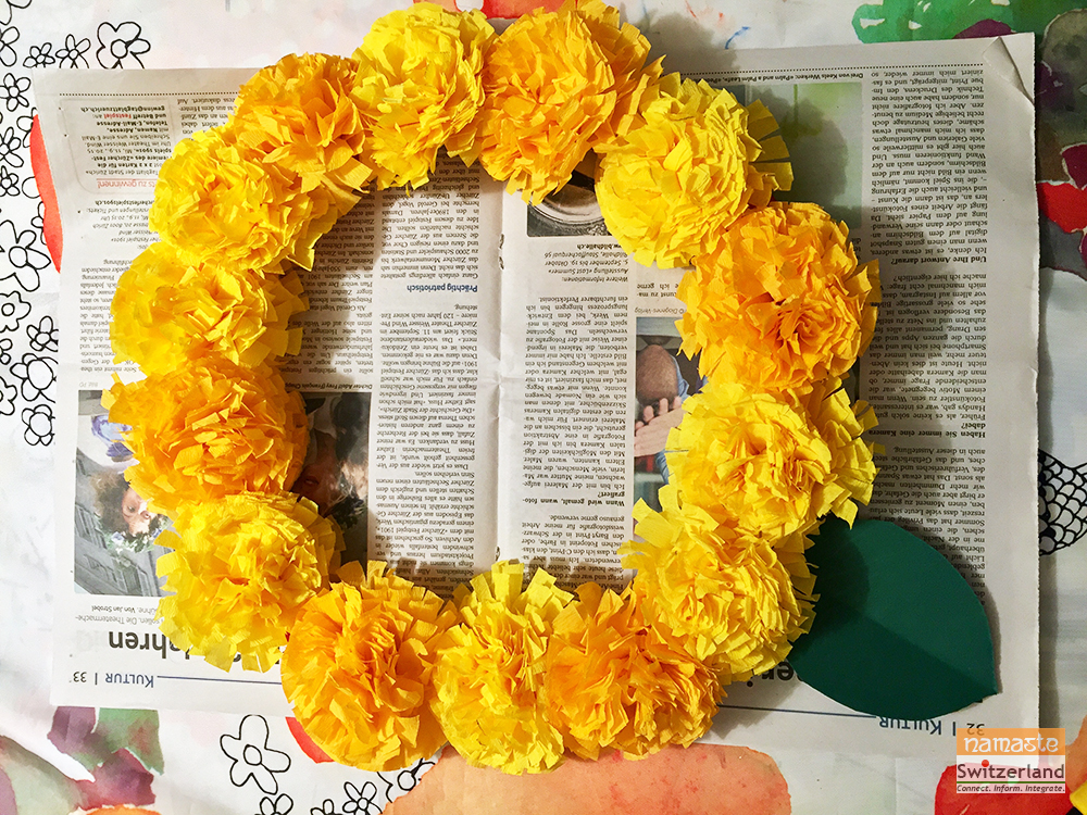 Photo of arranging the flowers and leaves around the wreath