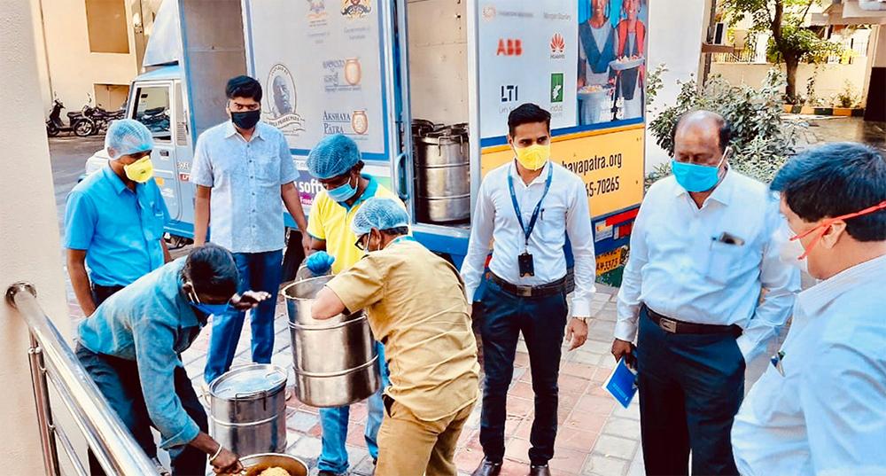 Photo of Akshaya Patra distributing food