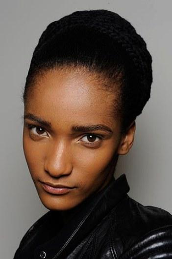 careers-fashion-careers-2010-04-10-teen-models.jpg