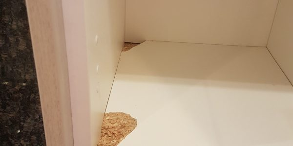DAMAGED KITCHEN WALL UNIT CONSTRUCTION REPAIRS CHIP SCRATCH DENT BURN WATER DAMAGE REPAIRS BASE UNIT WORKTOP SPLASHBACKS