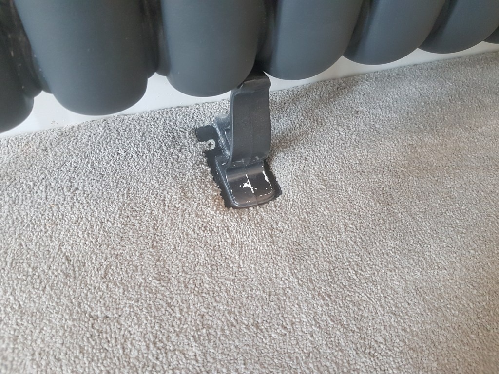 CAST IRON RADIATOR FOOT REPAIR REFURBISHMENT WORKTOP REPAIR KITCHEN CUPBOARD DOOR PAN BURN HEAT BLISTER REPAIR CHIP CHIPPED SCRATCH SCRATCHED DENT BURN BEFORE