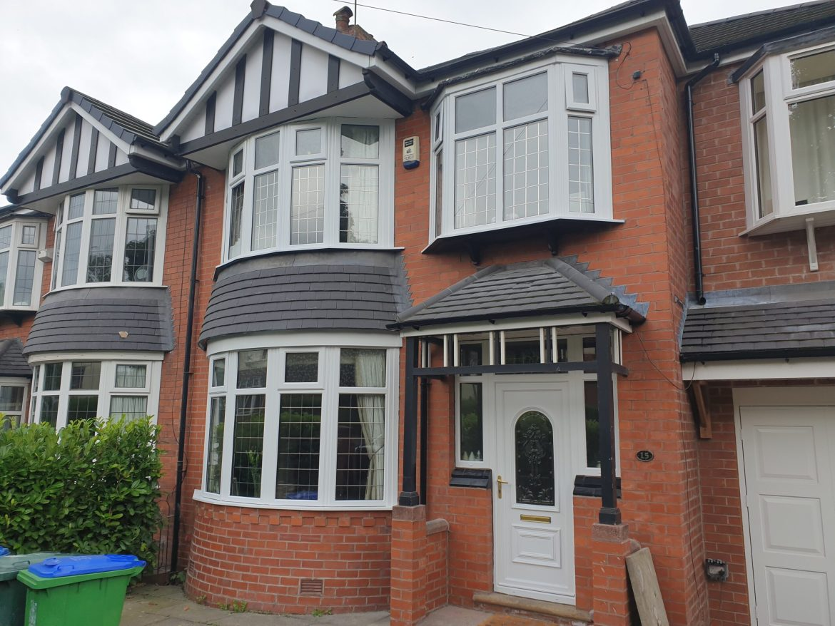 WOOD GRAIN WINDOW FRAME SPRAY PAINTING SERVICE MANCHESTER 3