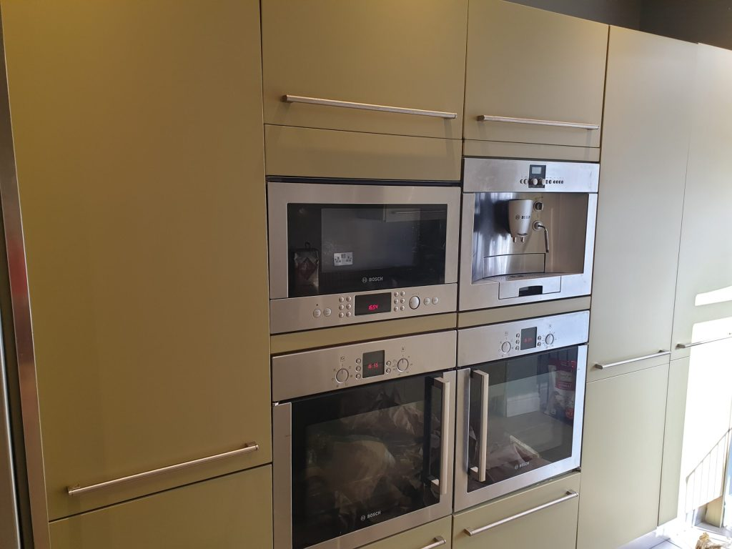 KITCHEN CUPBOARD DOOR DRAW SPRAY PAINTING COLOUR CHANGE AFTER
