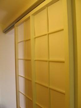 Elegantna bela vrata