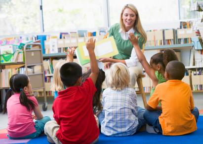 teacher reading to kids in classroom