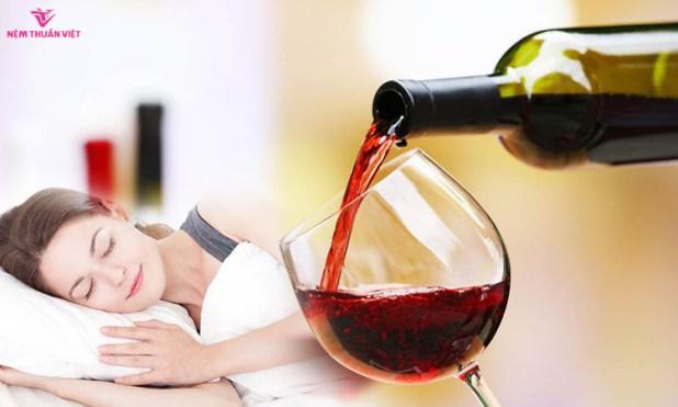 Không uống rượu gần giờ ngủ