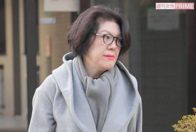 小室圭の母親が借金トラブルで結婚延期なのか!?