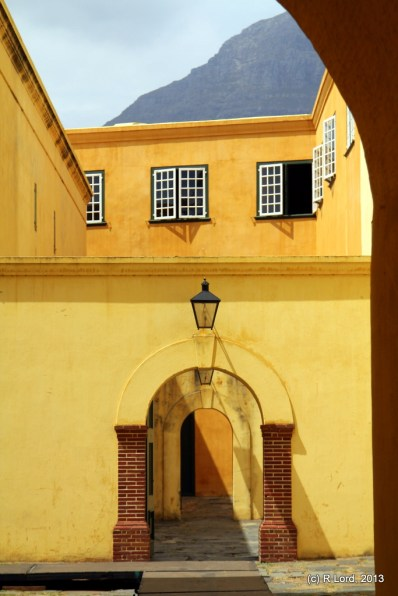I love these colours and the shapes of these archways...