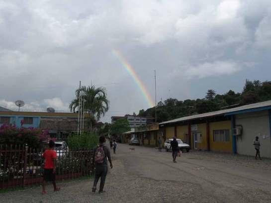ホニアラでは、虹は珍しい。