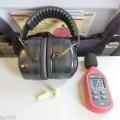 イヤーマフと耳栓と騒音計