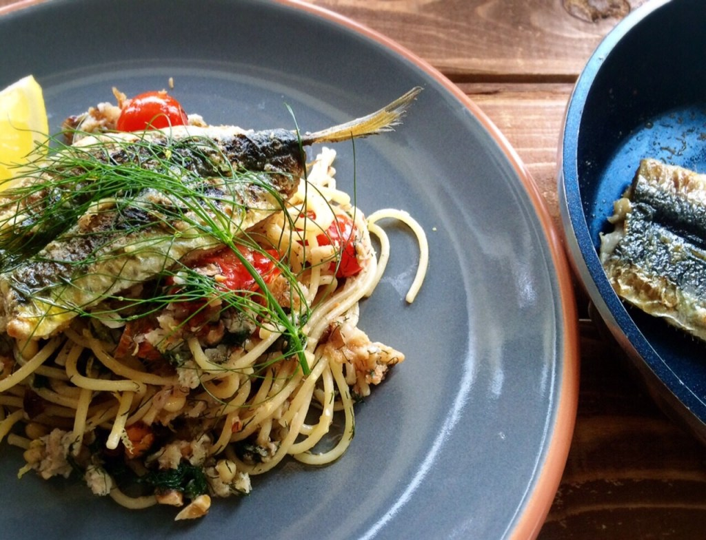 Fennel, tree nuts and sardines pasta