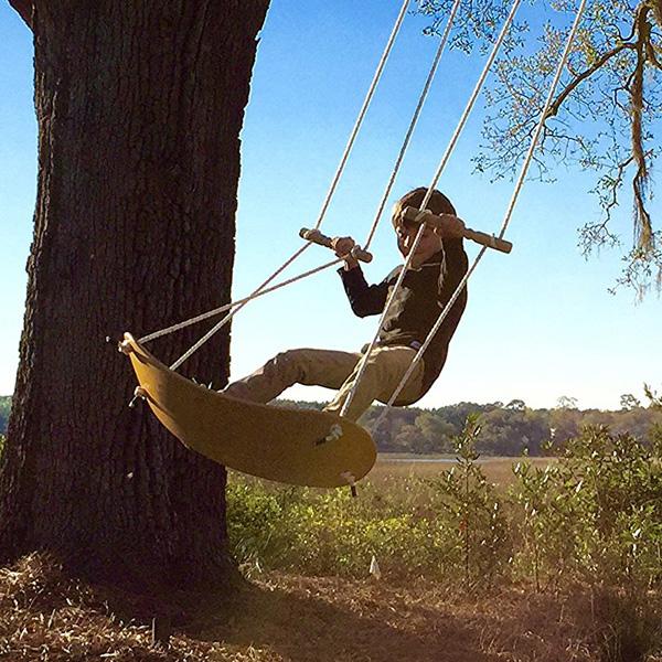 空中サーフィン!?アメリカ発のボードを木に吊るして遊ぶ「Swurfer」!