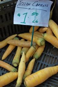 ¡Zanahorias amarillas! / Yellow carrots! Union Square Farmer's Market.