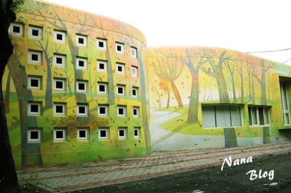 【彰化大村景點】村東國小圖書館.挪威的森林放大版充滿童話色彩的繪本(鄰近進昌咖啡館+雙心池塘+花樹銀行)