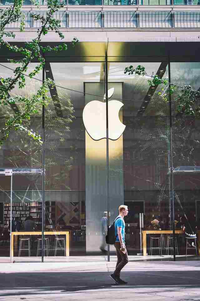 Apple shutdown stores in provinces with spikes in Covid-19 cases