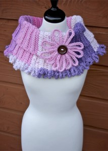 Chains of Love Cowl free crochet pattern