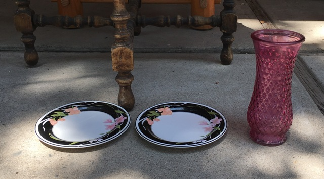 2 plates and pink vase