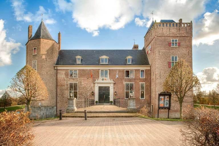 kastelen, Slot Assumburg omgeven door water