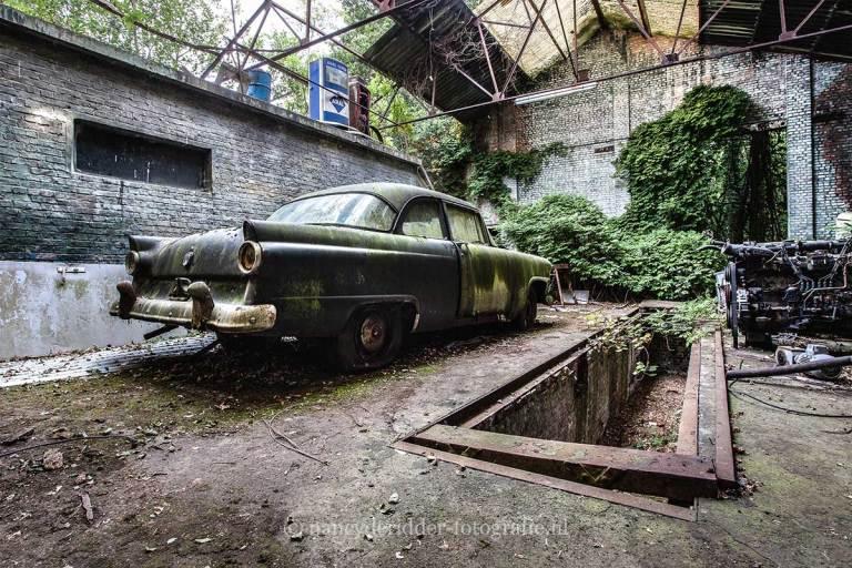 Ford Fairlane, verlaten loods, Urbexlocatie