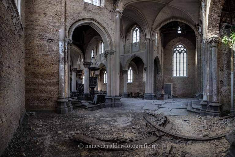 Blue Christ Church, altaar, urbexlocatie, vervallen