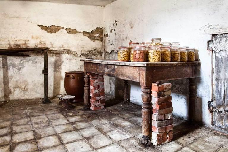 Farm Paternoster, glazen potten, Urbexlocatie