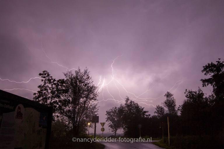 onweer, donder-bliksem, ontladingen
