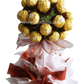 arreglo de chocolate Ferrero Rocher