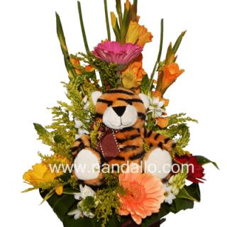 Detalle floral con peluche