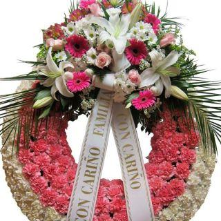 Arreglo floral fúnebre con claveles